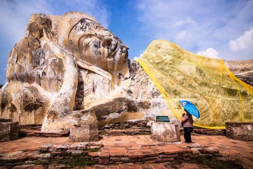 Olbrzymi leżący Budda w Ayuthaya