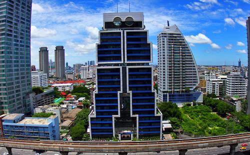 Budynek w Bangkoku w kształcie robota