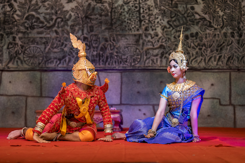 Pokaz khmerskiego tańca Aspara podczas wycieczki do Kambodży