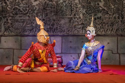 Pokaz khmerskiego tańca Apsara podczas wycieczki do Kambodży