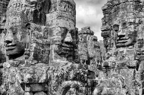 Bayon Cambodia - olbrzymie wieże świątyni ozdobione twarzami